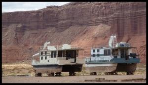 des bateaux, dans le désert... y'en avait plein