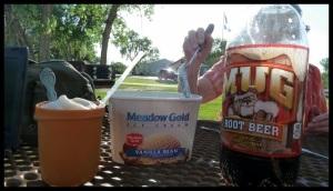 Le fameux Root Beer Float. Glace vanille + Soda. Miam malgré le gout de médicament