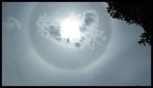 Un arc en ciel autour du soleil