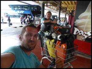 Fini e vélo, on voyage en caddie !!