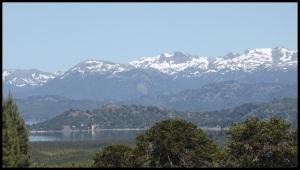 Lac Aluminé sur fond d'Andes.