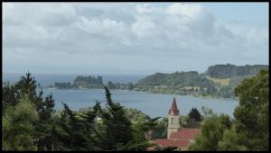 Puerto Octay, face au lac LLanquihue, 2eme reserve d'eau du Chili, 50 km de diamètre. J'ai pas mesurer mais ça doit être correct